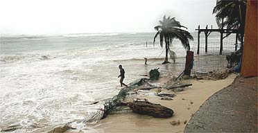 Mexico braced as Hurricane Wilma arrives | Environment | guardian.