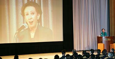 Margaret Beckett called on Japan to share its unrivalled low-carbon technology with China