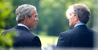 George Bush and Tony Blair talk at the White House