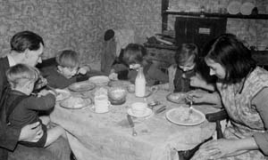 A London family in 1939 Peckham sit down to eat