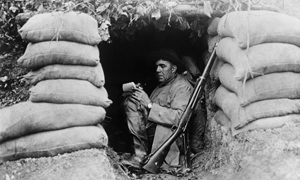 kantoreks extract from all quiet on the western front essay Analysis of 'all quiet on the western front': the real horrors of the war 1120 words jan 9th, 2018 5 pages young men, bearily confrunted with life's difficulties, ended up meeting death face to face.