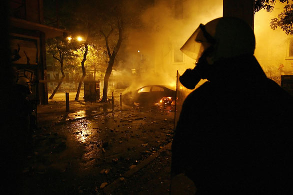 http://static.guim.co.uk/sys-images/Guardian/Pix/pictures/2008/12/10/1228906519990/Gallery-Greek-riots-A-rio-008.jpg