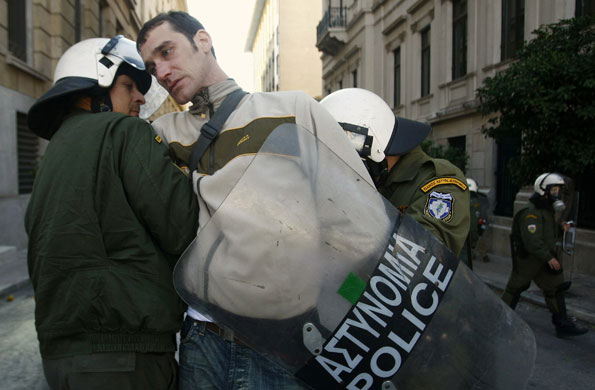http://static.guim.co.uk/sys-images/Guardian/Pix/pictures/2008/12/10/1228921264079/Gallery-Greek-Riots-Conti-004.jpg