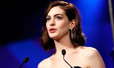 Anne Hathaway At Golden Globes 2010. Anne Hathaway