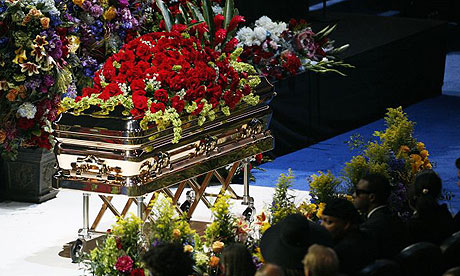 One of the most expensive Casket been brought to michael Jacksons funural.