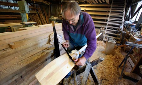 Master craftsman Peter Martin making an oar.