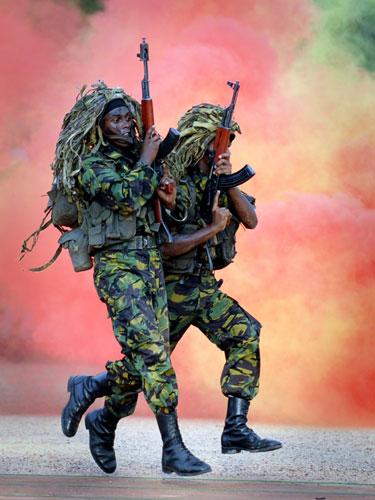 Exhibición en Colombo del ejército de Sri Lanka (Eranga Jayawardena / AP)