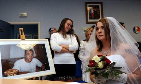Menikah dengan kekasih yang meninggal (guim.co.uk)