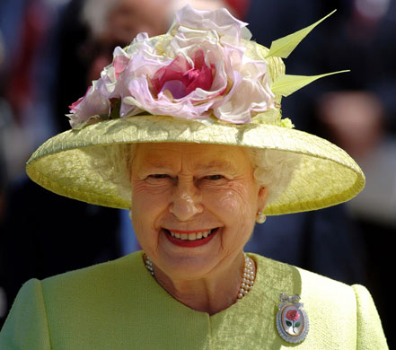 http://static.guim.co.uk/sys-images/Guardian/Pix/pictures/2009/12/1/1259674098169/2007-Queen-Elizabeth-II-a-010.jpg