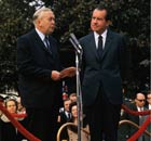 Harold Wilson speaking alongside Richard Nixon in 1970.