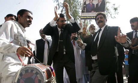 Lawyers Pakistan celebrate chief justice win