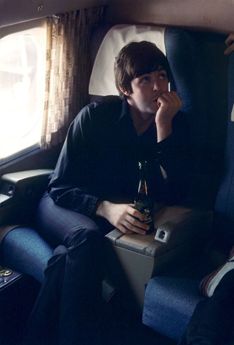 Paul-McCartney-plane-tour-1960s