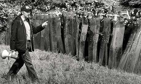 Arthur Scargill facing up to police with riot shields in Orgreave
