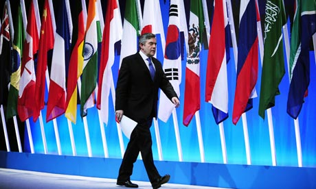 Gordon Brown makes his entrance   at the closing press conference of the G20  summit in London