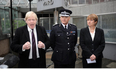 Boris Johnson, Sir Paul Stephenson and Jacqui Smith outside New Scotland Yard