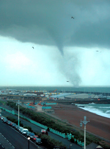 extreme weather events in the uk environmental sciences essay Shakespeare's climate  school of environmental sciences  abnormality of untimely or extreme weather which.