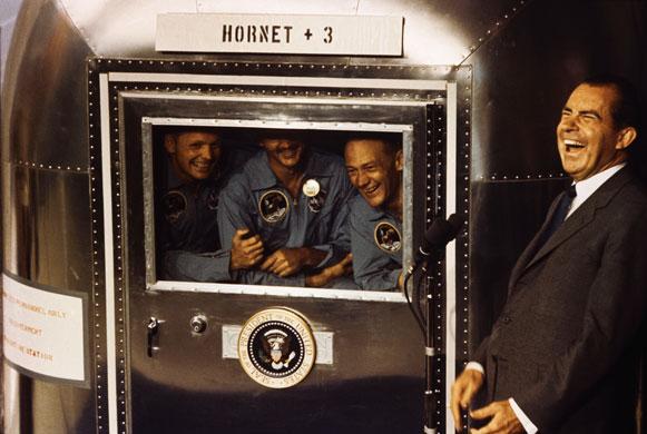 História- fotos da conquista da lua ,memoráveis!!!!!!!!!  Apollo-11-President-Nixon-005