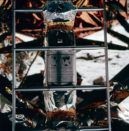 História- fotos da conquista da lua ,memoráveis!!!!!!!!!  The-lunar-module--ladder--007