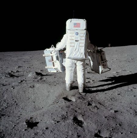 História- fotos da conquista da lua ,memoráveis!!!!!!!!!  Astronaut-Buzz-Aldrin-car-011