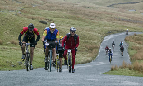 Hill climbing bike blog: Cyclists in Race at Lake District during Fred Whitton Challange hill climb