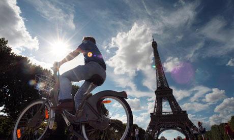 Bike Blog Best Town: A man rides a