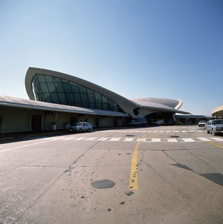Airport design: Eero Saarinen's terminal at John Kennedy international airport, New York