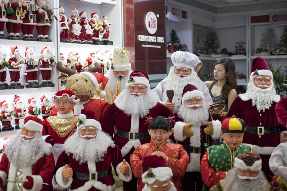 Christmas production line: Christmas figures in the Yule Sun Factory wholesale store in Yiwu