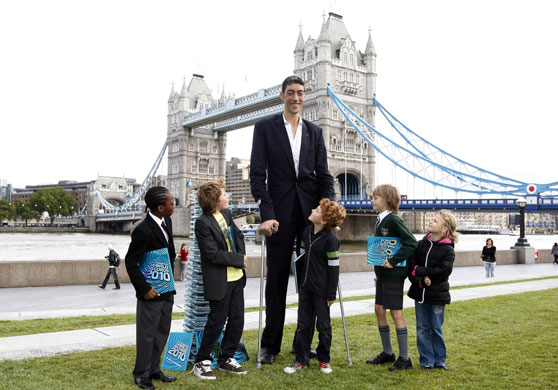 World Longest Man, World Biggest Human Being,tallest person world record