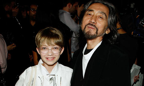 Yohji Yamamoto poses with blogger Tavi Gevinson