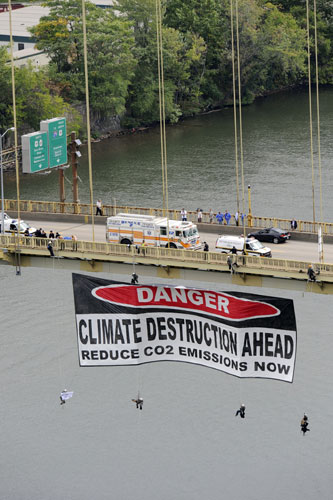 Greenpeace banner drop in Pittsburgh