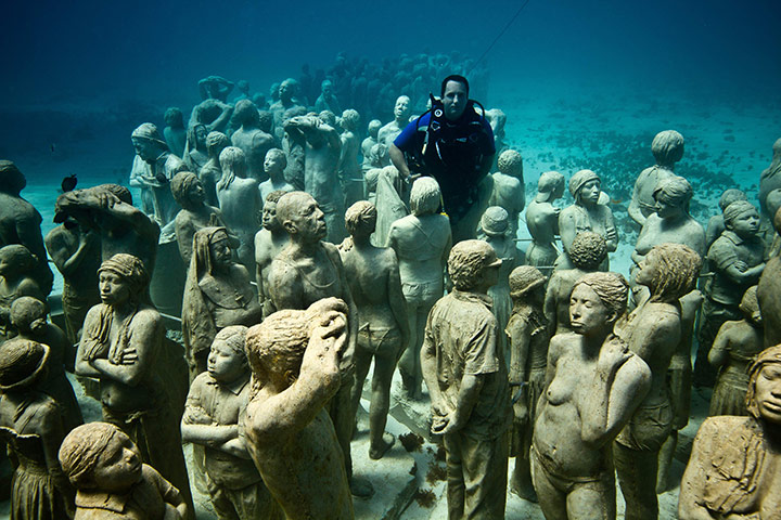 Jason de Caires Taylor: British artist Jason de Caires Taylor with his statues on the sea bed