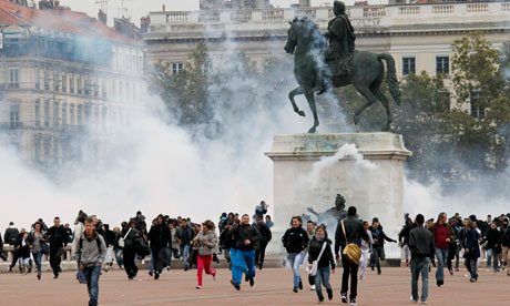 protesters clash with police in Lyon