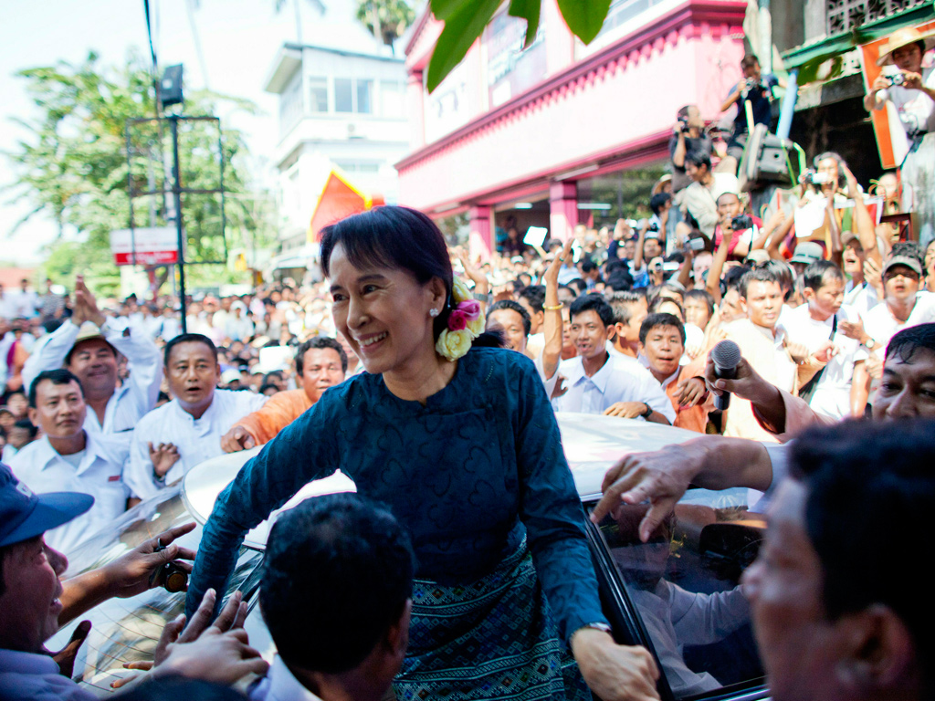 aung san suu kyi addresses her supporters in rangoon