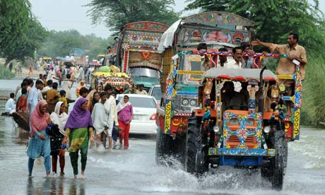Flood-affected Pakistanis return home to Bassera village in Punjab province in August 2010