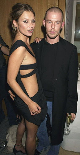 Alexander McQueen: 2002: Kate Moss and Alexander McQueen attend the Mario Testino Exhibition