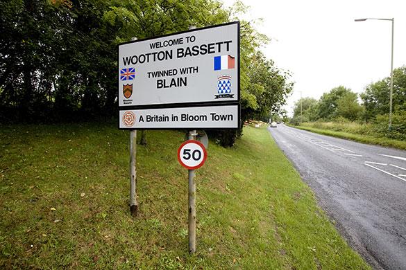Wootton Bassett: Town sign forbassett town