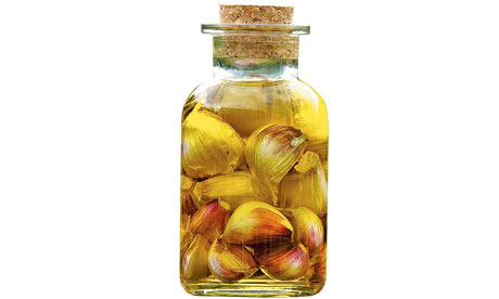 Garlic pickled in olive oil. Image shot 2007. Exact date unknown.