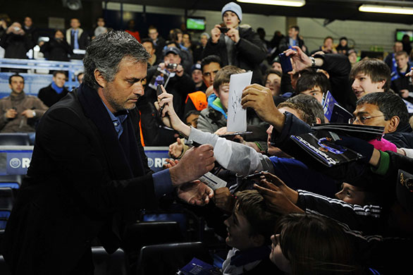 Chelsea v Inter: Jose Mourinho signs autographs