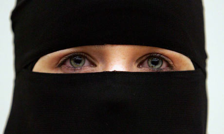 niqab woman