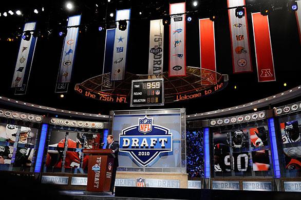 NFL-Commissioner-Roger-Go-033.jpg