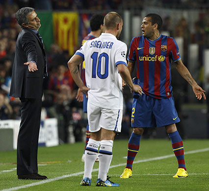 http://static.guim.co.uk/sys-images/Guardian/Pix/pictures/2010/4/28/1272486668601/Barcelonas-Dani-Alves-arg-015.jpg