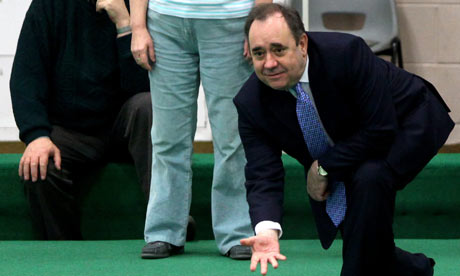 Alex Salmond playing bowls in Edinburgh on 6 April 2010.