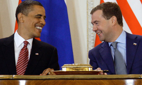 Medvedev and US President Obama sign the new Start treaty