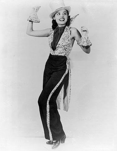 Lena Horne: 1935: A studio portrait of Lena Horne
