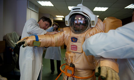 http://static.guim.co.uk/sys-images/Guardian/Pix/pictures/2010/6/2/1275490334255/An-astronaut-trains-in-a--008.jpg