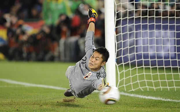 Japón en south africa 2010 (futbol) Eiji-Kawashima-is-beaten--013