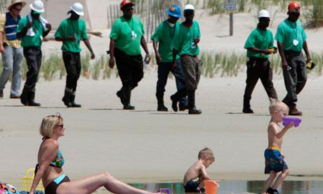 Alabama beach hit by oil spill