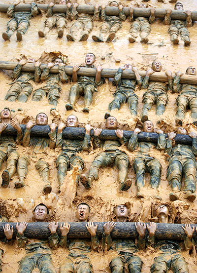24 hours in pictures: Dongguan, China: Counter-terrorism special forces practice their skills