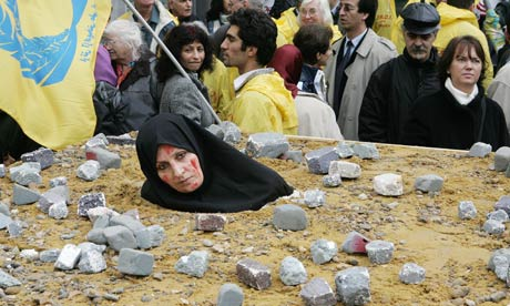 http://static.guim.co.uk/sys-images/Guardian/Pix/pictures/2010/7/8/1278619275773/An-Iranian-woman-at-a-pro-006.jpg