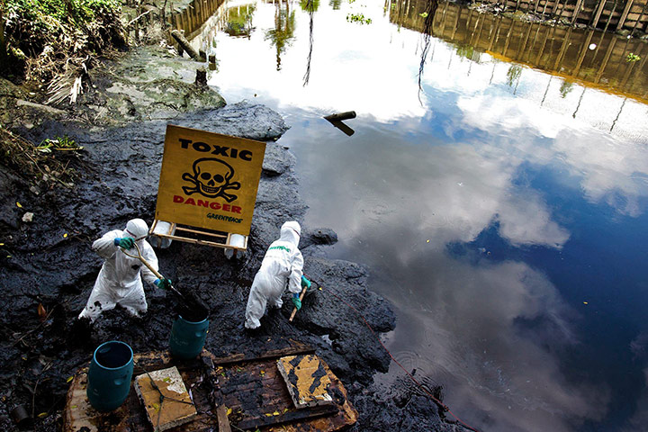 24 hours: Greenpeace Water Patrol activists collect samples, Bangkok